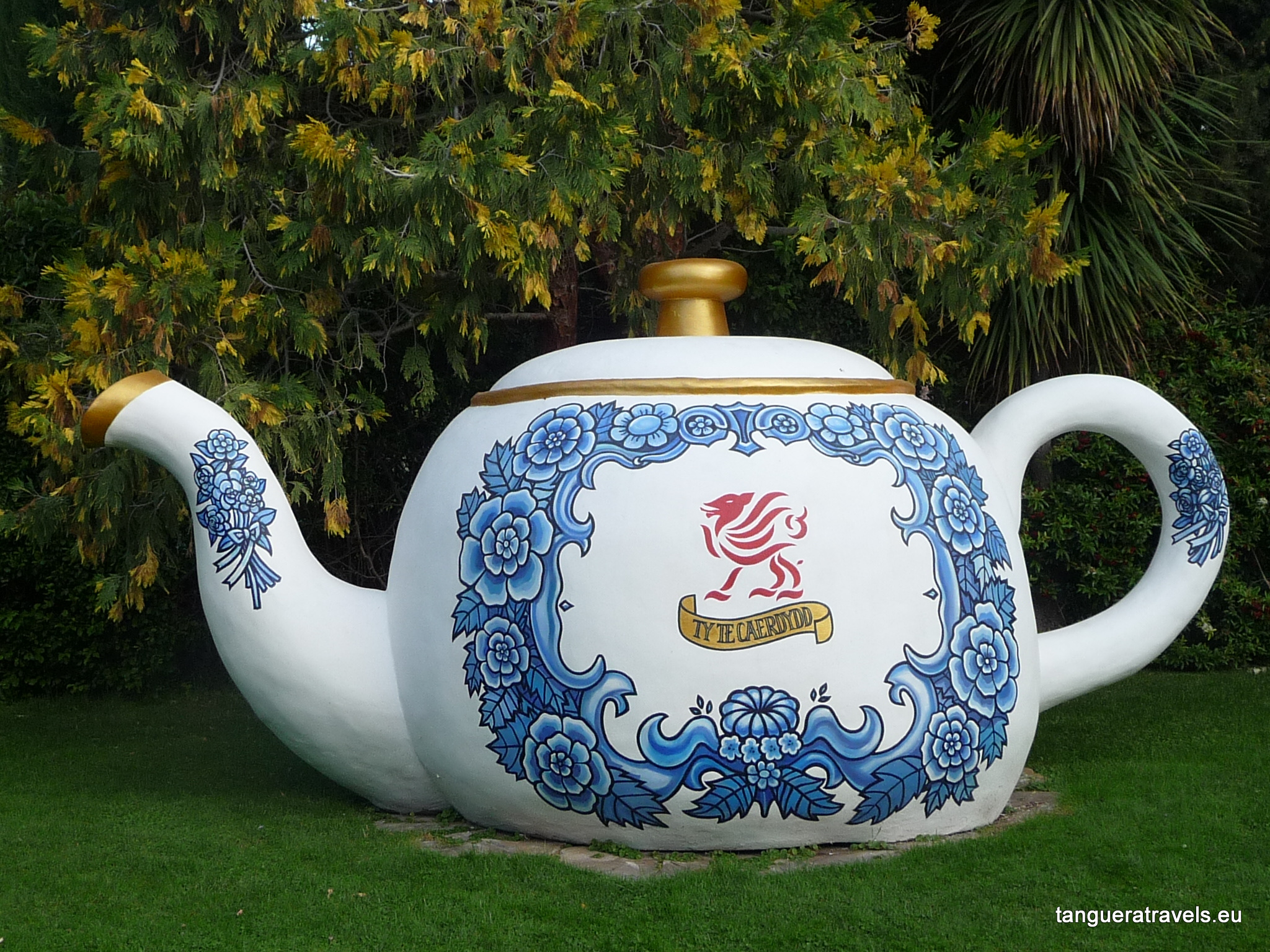 giant teapot, Gaiman, Argentina